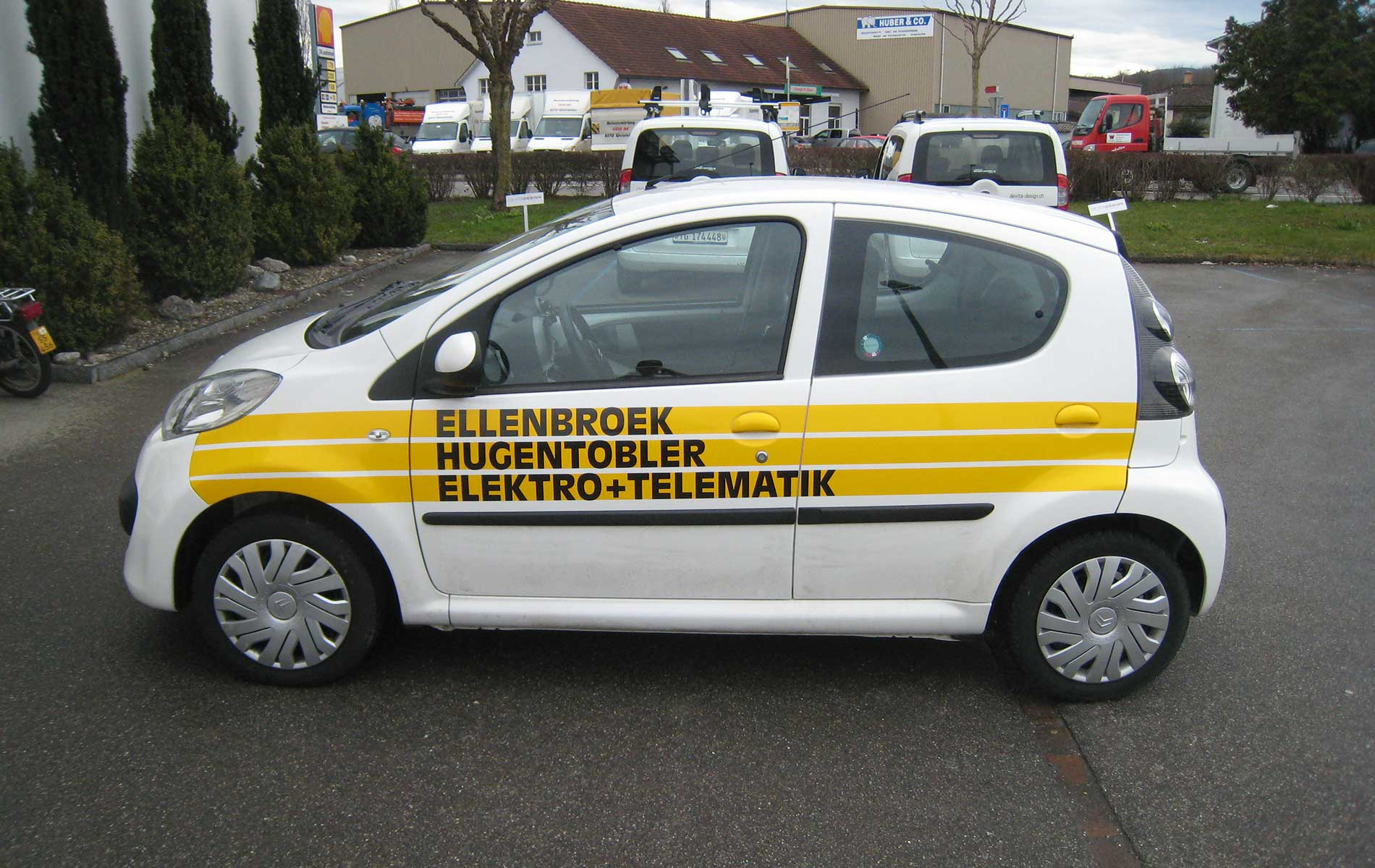 Beschriftetes Fahrzeug von Ellenbroek Hugentobler