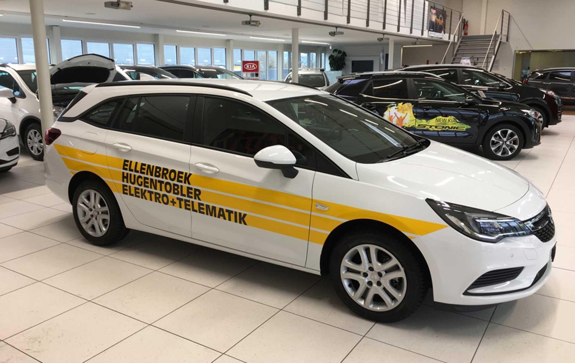 Opel Astra mit Folienbeschriftung